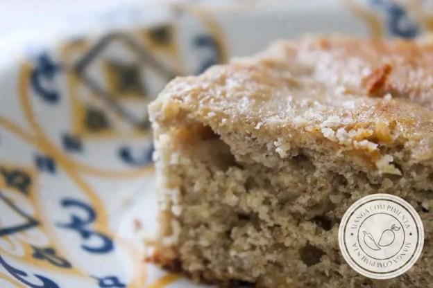 Receita de Bolo de Banana com Aveia - um bolo simples e cheio de sabor para servir para a família.