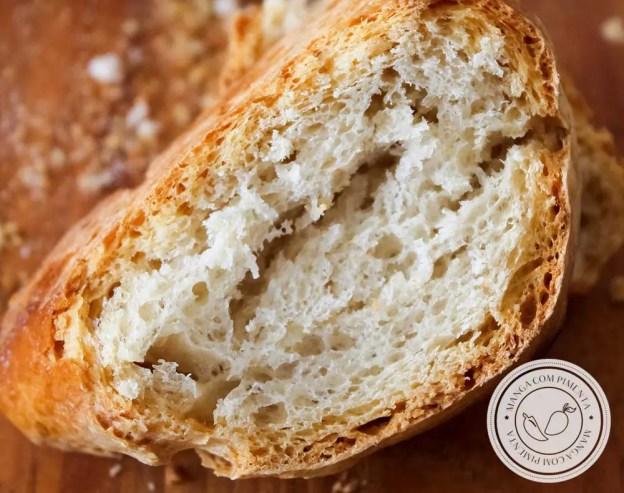 Receita de Pão Italiano - Pão Rústico para o café da manhã, lanche da tarde ou para acompanhar aquele prato italiano na hora do almoço.