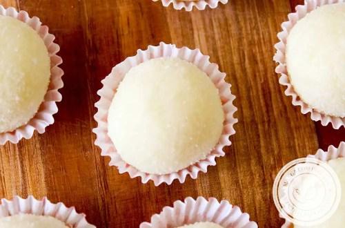 Receita de Docinho de Leite em Pó - um quitute feito com Leite Ninho, uma delícia para os dias de festa.