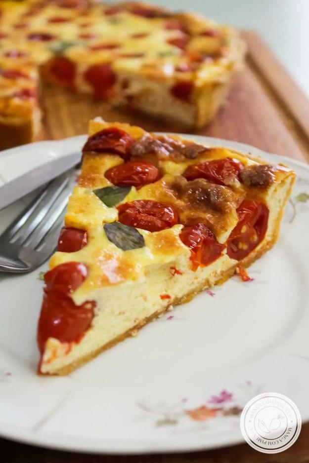 Quiche de Tomate, Parmesão e Manjericão - uma torta deliciosa para preparar em dias de festas ou para comer com uma salada nesse verão.