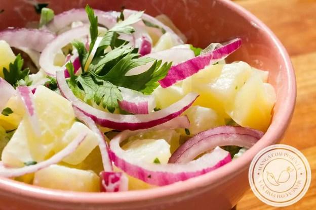 Receita de Salada de Batata Parisiense com Iogurte - um prato delicioso para servir no churrasco com a família.