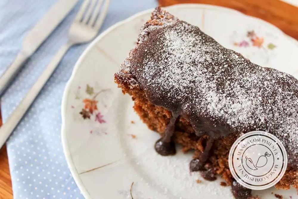 Receita de Bolo de Chocolate Comum | Achocolatado tipo Toddy ou Nescau - prepare para o café da manhã ou lanche da tarde.