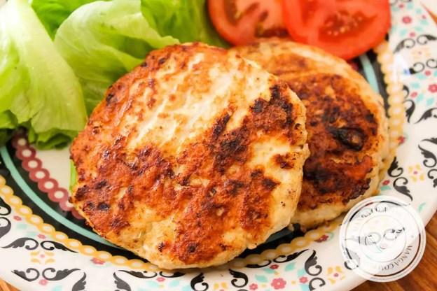 Receita de Hambúrguer de Frango com Aveia - Para um lanche ou almoço saudável durante a semana.