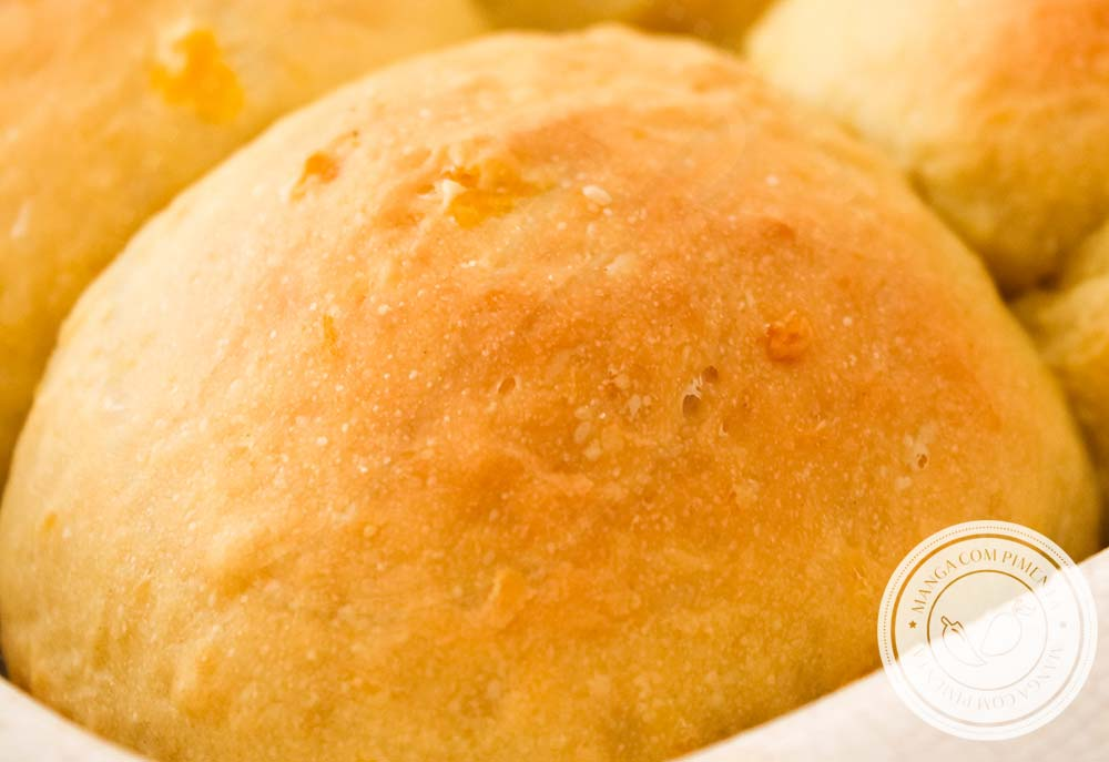 Receita de Pão de Mandioquinha, também conhecida como Batata Baroa ou Batata Salsa - um delicioso pãozinho caseiro para servir no lanche da tarde!
