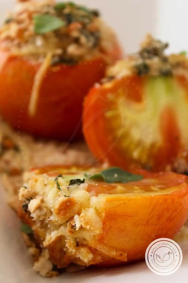 Receita de Tomates Assados com Alho e Manjericão - um prato delicioso para a segunda sem carne!