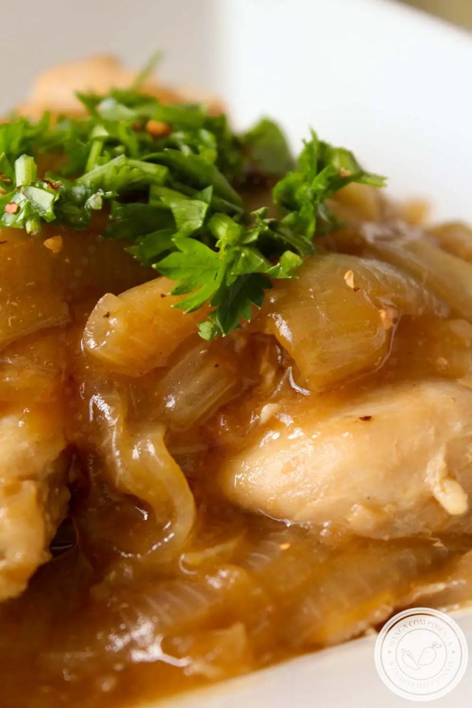 Filé de Frango com Molho de Cebola Francesa - para um almoço caseiro delicioso na semana!