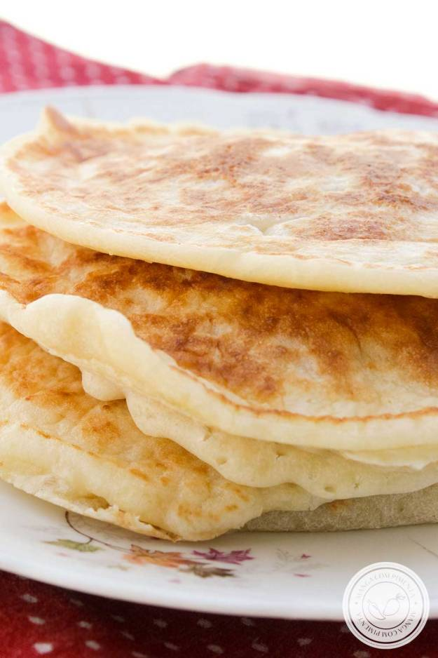 Receita de Pão de Queijo de Frigideira com Polvilho - delicioso e fácil de preparar para o café da manhã!