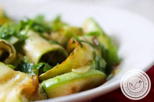 Receita de Salada de Abobrinha Grelhada - uma entrada deliciosa para servir em qualquer época do ano.