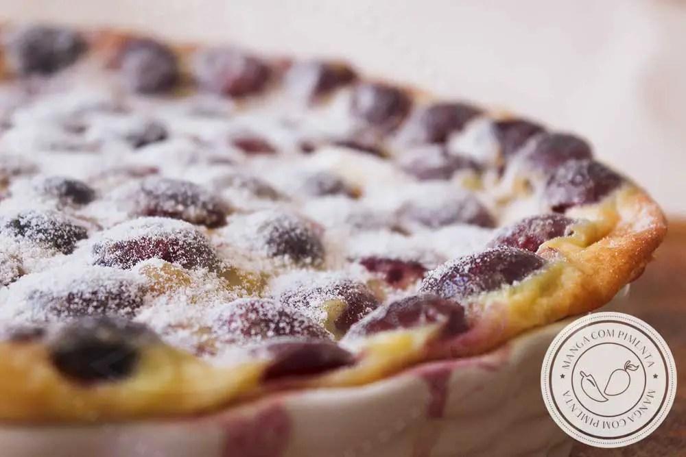 Receita de Clafoutis de Cereja - uma sobremesa francesa deliciosa para o almoço de final de semana.