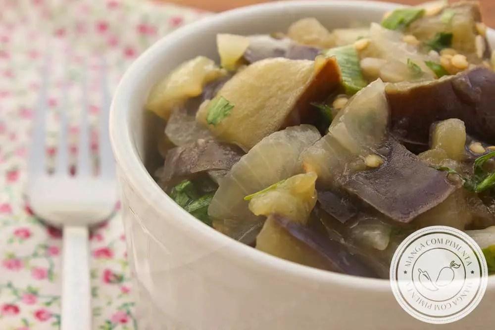 Receita de Salada Morna de Berinjela - um prato delicioso e nutritivo para o almoço ou jantar da semana.