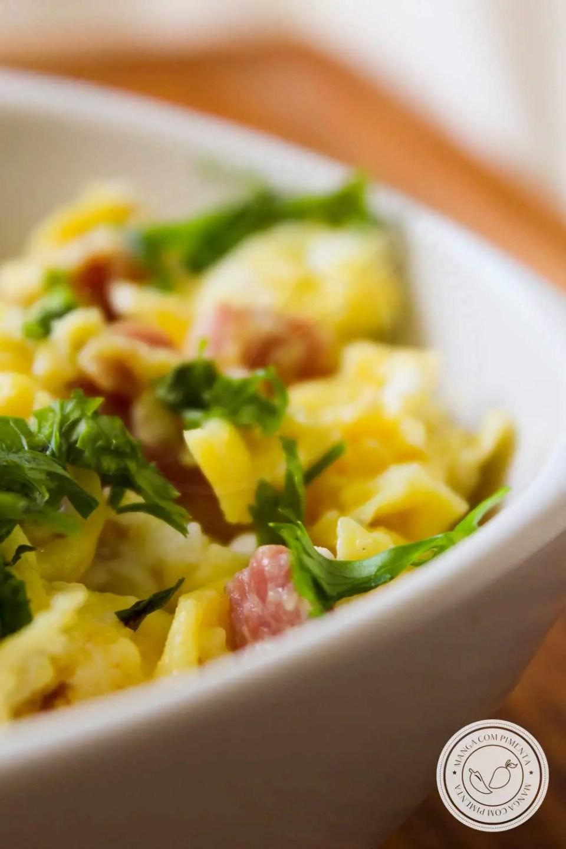 Receita de Ovos Mexidos com Bacon - um prato fácil e delicioso para matar a fome.
