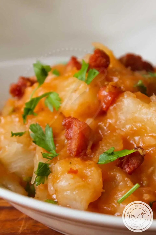 Receita de Mandioca com Bacon e Tomate - um prato delicioso para o almoço da semana!
