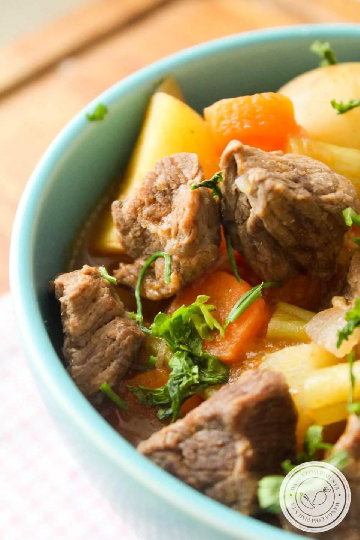 Receita de Carne de Panela com Legumes e Molho de Tomate - um prato delicioso para um almoço ou jantar com a família.