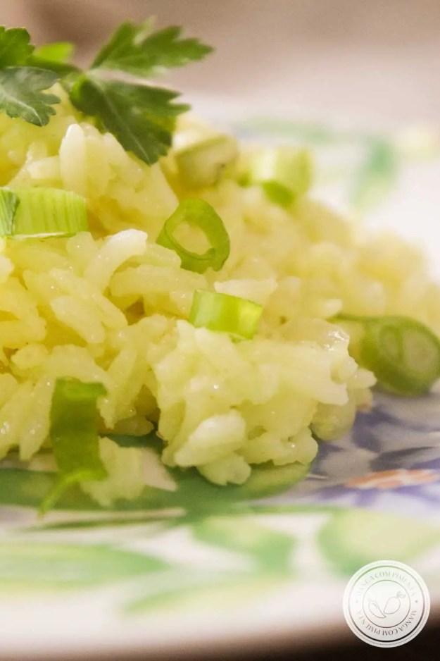 Receita de Arroz com Cúrcuma (açafrão-da-terra) - um prato delicioso e nutritivo para o almoço ou jantar da semana!