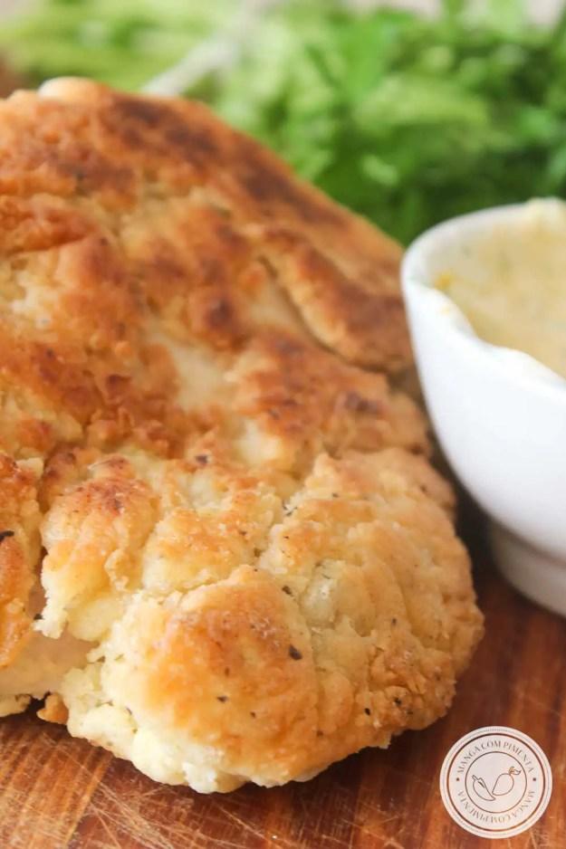 Receita de Frango Empanado na Farinha de Trigo - um prato delicioso para o almoço da semana ou para petiscar no final de semana com os amigos.