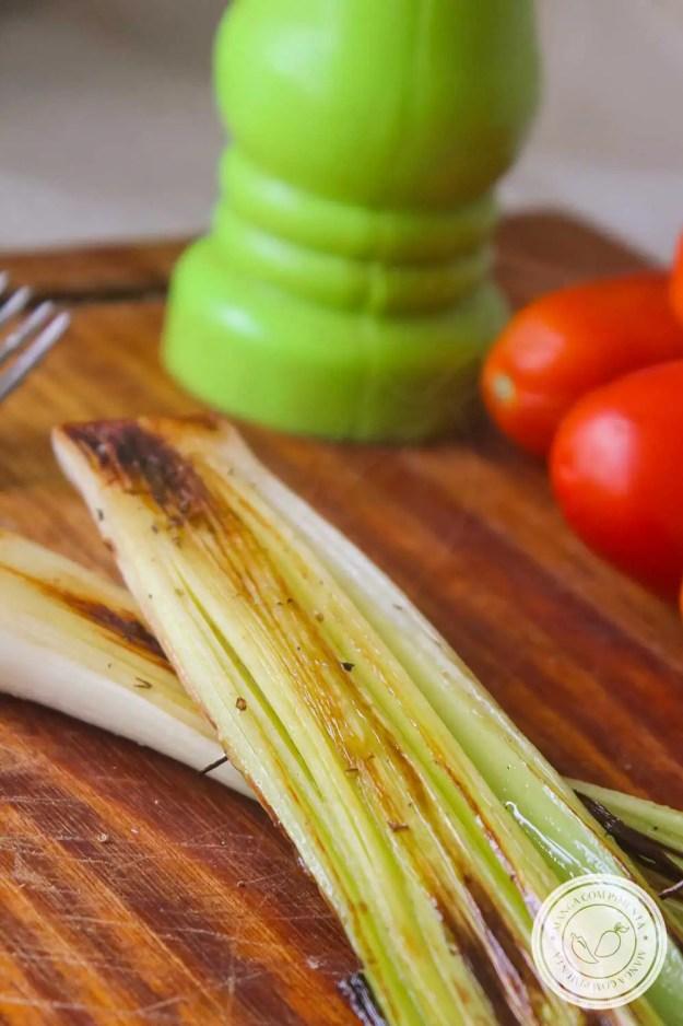 Receita de Alho-poró Grelhado - super simples de fazer, combina com aquele frango grelhado do almoço da semana!