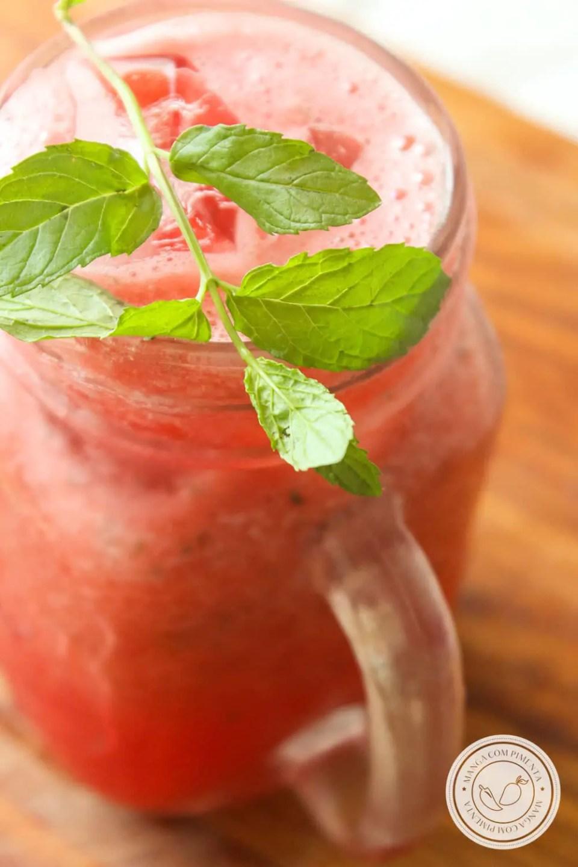 Receita de Suco de Melancia com Hortelã - um refresco delicioso para os dias quentes de verão!
