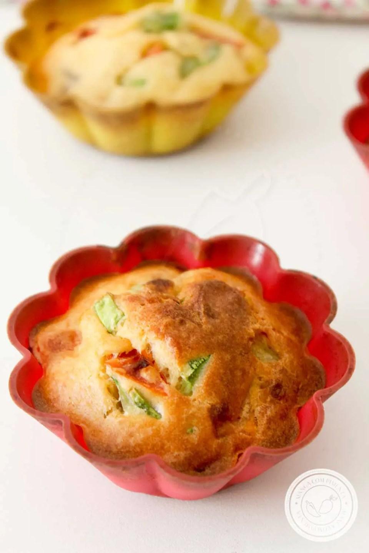 Receita de Cupcake de Abobrinha e Tomate - prepare para o lanche da tarde da família!