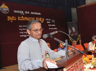 072 Capt Hanesh Karnik Addressing the teachers