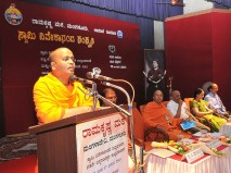 165 Swami Prakashanandaji addressing the Youth