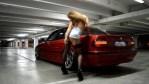 Holky a auta: sexy tanečnice u BMW řady 7