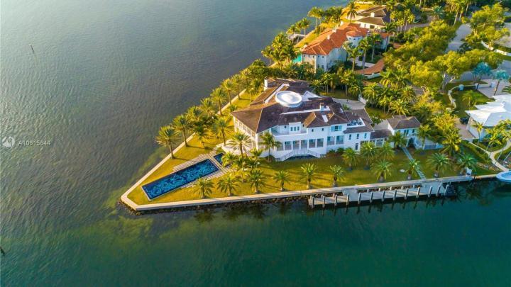 V Miami je za 68 milionů dolarů na prodej nemovitost s rozlohou 1300 m² a vlastním dokem