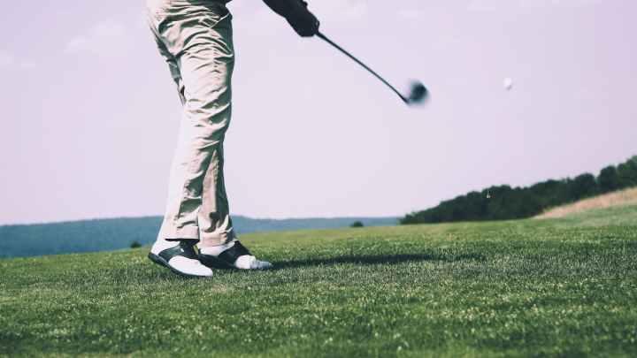 Jak vybrat vybavení na golf? Potřebujete boty, hole a míčky