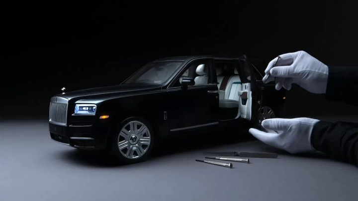 Rolls-Royce umí k reálnému SUV Cullinan na zakázku vyrobit jeho zmenšenou verzi. Cenu raději neprozradil
