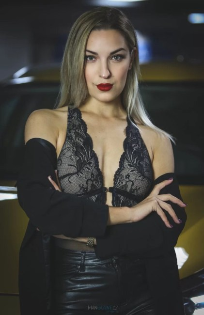 cara-loves-lingerie-kia-xceed-mangazine_cz-original- (7)