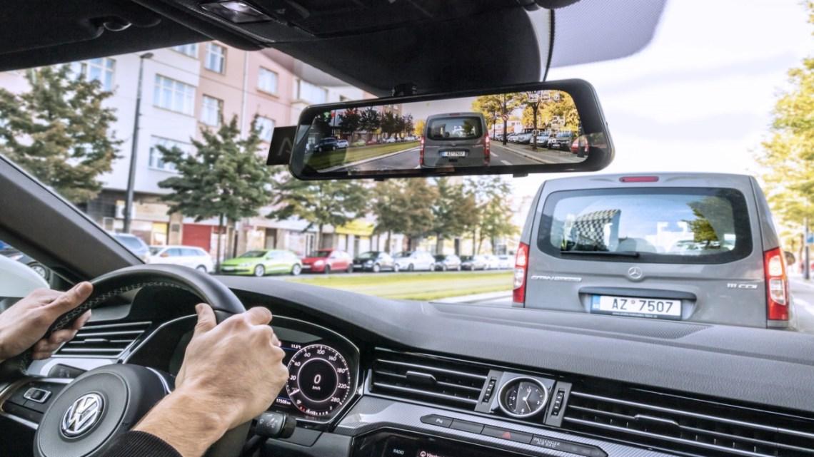 LAMAX S9 Dual: autokamera schovaná ve zpětném zrcátku