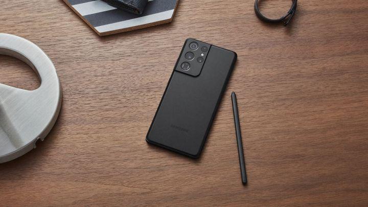 Světové prodeje chytrých telefonů porostou podle Gartneru v roce 2021 o 11 %