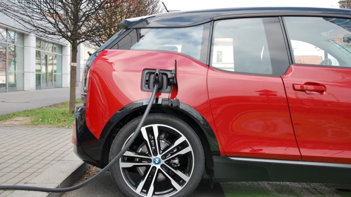 Nabíjení elektromobilu: Je tento pohon výhodou, nebo nevýhodou?