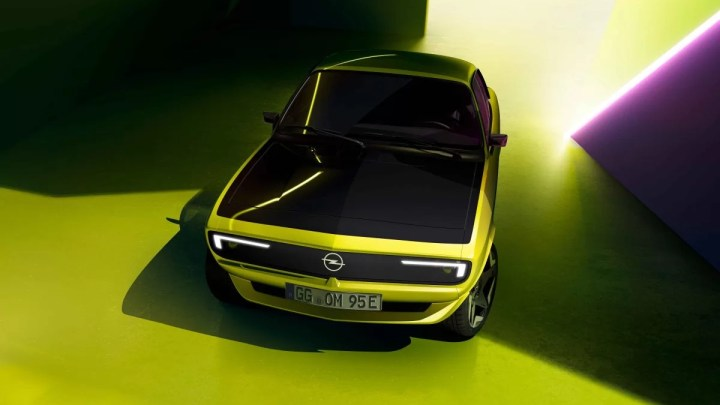 Nový Opel Manta GSe ElektroMOD ukazuje elektrizující úsměv