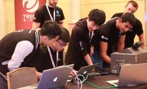 Hacker Trung Quốc giành $215.000 sau khi hack thành công iPhone và Google Nexus