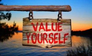 Đánh giá giá trị bản thân trước khi người khác làm điều đó