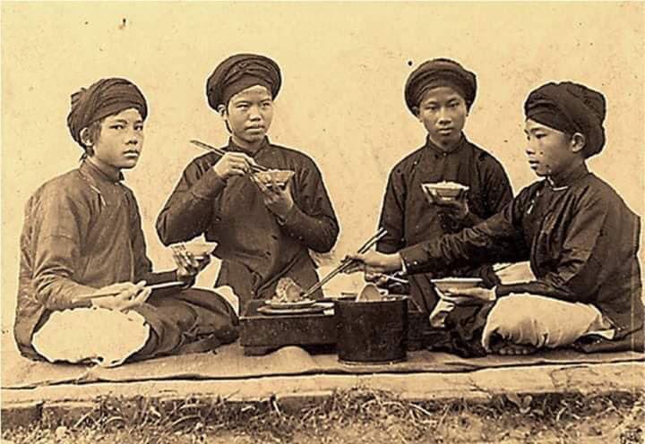 Những quy tắc trên mâm cơm Việt