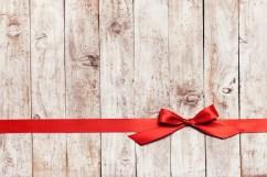 planches-bois-cravate-rouge_1220-720.jpg