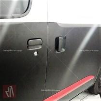 stiker granmax hitam