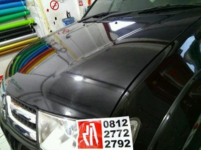 wrapping stiker mobil | stiker mobil kap mesin transparan | mangele stiker 081227722792