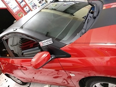 wrapping stiker mobil | Atap molding hitam doff Brio Bandung | mangele stiker 081227722792