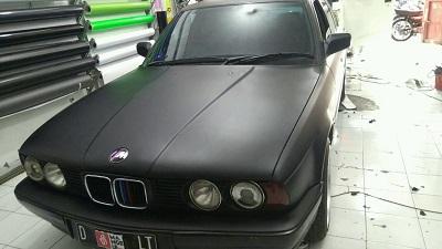 wrapping stiker mobil | hitam doff bmw | mangele stiker 081227722792 Bandung