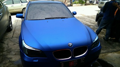 wrapping stiker mobil | BMW Biru Metallic chrome matte RS Premium | mangele stiker 081227722792