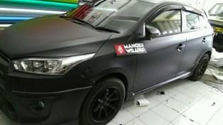 stiker-mobil-bandung-yaris-black-matte-mangele