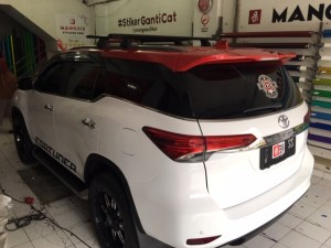 stiker mobil bandung mangele wrap fortuner full sticker putih gloss variasi merah keren