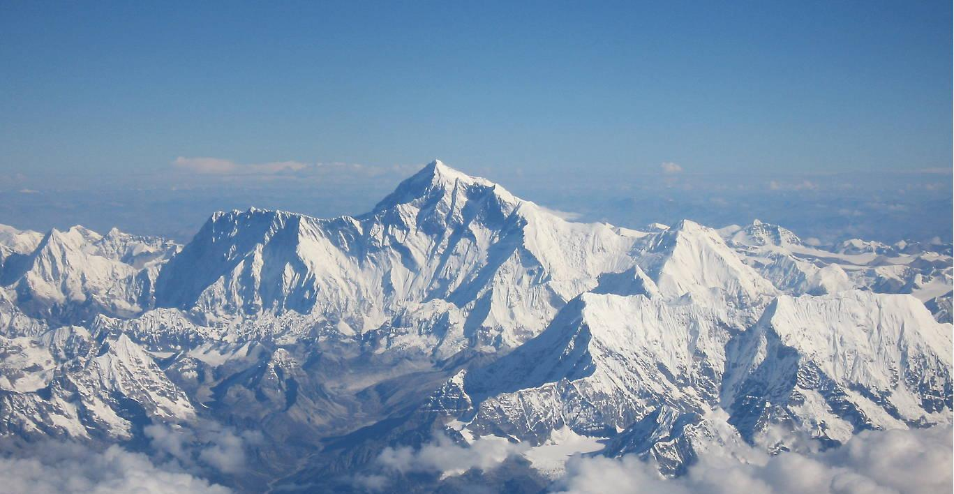 Mount Everest, Chomolangma, 8848 m, as seen from the aircraft of Drukair in Bhutan. Photo: shrimpo1967, edited by T.Demand