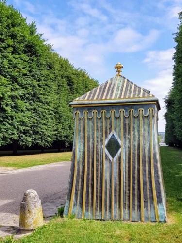 Courir dans le parc du château Versailles