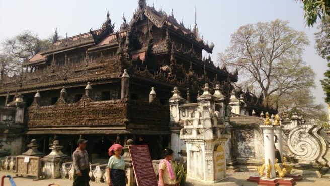 Shwe Nan Daw Kyaung (golden palace monastery)