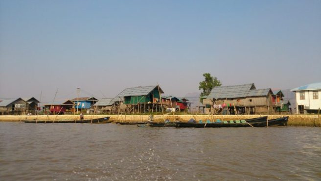 Villaggio su palafitte gita in barca sul lago Inle
