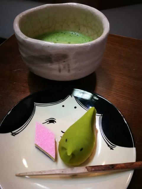 10 cose su cui contare in Giappone - tea verde e biscotti di fagioli