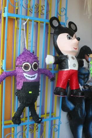 Juhlatarvikeliikkeen piñatoja